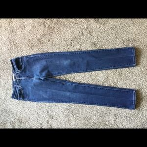 LEVIS MID-RISE SKINNY JEANS - SIZE 8